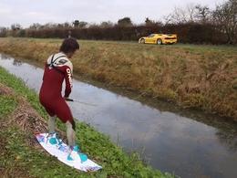 TaxTheRich : du wakeboard sur un canal tracté par une Ferrari F50