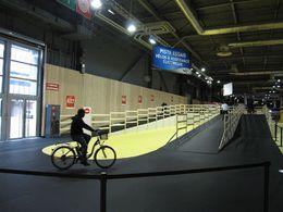 En direct du Salon du Cycle 2009 : la piste d'essais vélo à assistance électrique