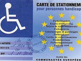 Stationnement: la gratuité pour les handicapés adoptée