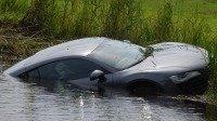 Après la Veyron moissonneuse, la R8 nageuse !