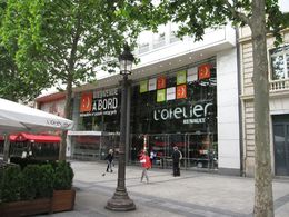 L'Atelier Renault sur les Champs-Elysées : une exposition dédiée aux véhicules électriques
