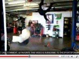 [vidéo] Patrick Regis s'assied sur un Airbag