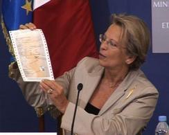 """Nouvelle carte grise : elle sera plutôt """"orangée"""" et son envoi coûtera 2,50 € !"""