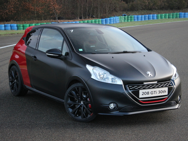 essai vid o peugeot 208 gti 30th mamie 205 peut tre fi re. Black Bedroom Furniture Sets. Home Design Ideas