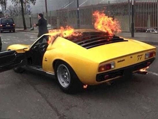 Lamborghini Miura en feu : le propriétaire demande 1.5 million de $ au garage d'où elle sortait