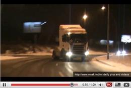 Réveil Auto - Profitons de la neige pour drifter en camion