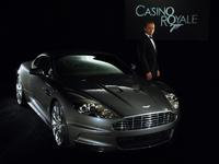 James Bond échange son Aston Martin contre une Fiat !