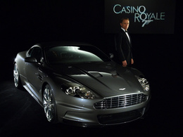 James Bond échange son Aston Martin contre une Fiat !