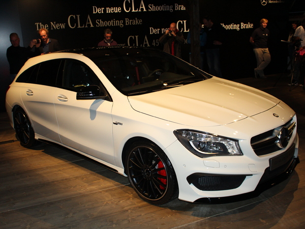 vid o mercedes cla shooting brake caradisiac tait la premi re mondiale. Black Bedroom Furniture Sets. Home Design Ideas