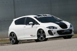 Seat Leon Cesam, duo sur fond de black and white
