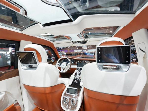 Bentley propose de participer à un sondage sur son concept EXP 9 F présenté à Genève