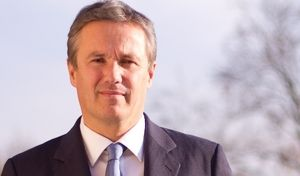Nicolas Dupont-Aignan veut renationaliser les autoroutes et favoriser le made in France
