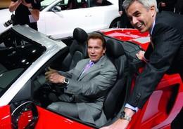 Salon de Los Angeles 2009 : Arnold Schwarzenegger au volant de l'Audi E-Tron électrique