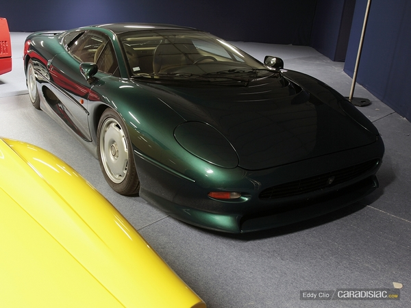 photos du jour jaguar xj220 vente aux ench res artcurial. Black Bedroom Furniture Sets. Home Design Ideas
