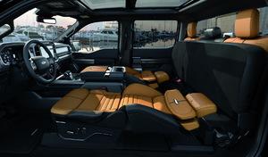 """Aux Etats-Unis, le Ford F150 lance les sièges """"couchette"""""""