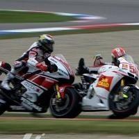 MotoGP - Pays Bas: Simoncelli demande pardon à Lorenzo qui veut lui retirer une licence que défend Rossi