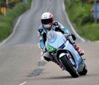 Pirelli et le team Segway MotoCzysz empochent le 1er TT Zero Race.