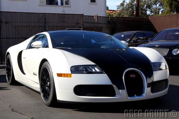 Bugatti Veyron Grand Sport Blanc Noir : l'obsession du qualificatif spécial