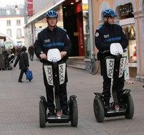 Des policiers de la Ville de Tarbes testent des Segways