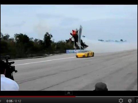 Stupéfiant : un avion poursuit une Lamborghini à 2m du sol