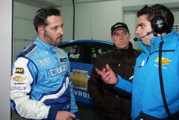 WTCC: Yvan Muller découvre sa nouvelle voiture, la Chevrolet Cruze