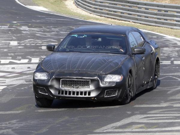 La future Maserati Quattroporte sur le Ring