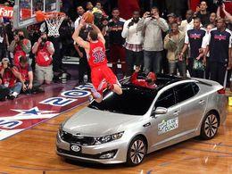 Blake Griffin saute une Kia, Kia saute de joie