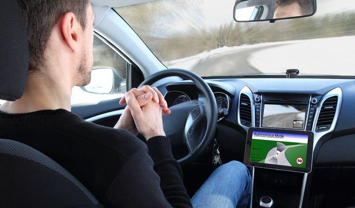 """Assureurs : """"80 à 90 % de leur activité"""" pourraient disparaître avec la voiture autonome"""