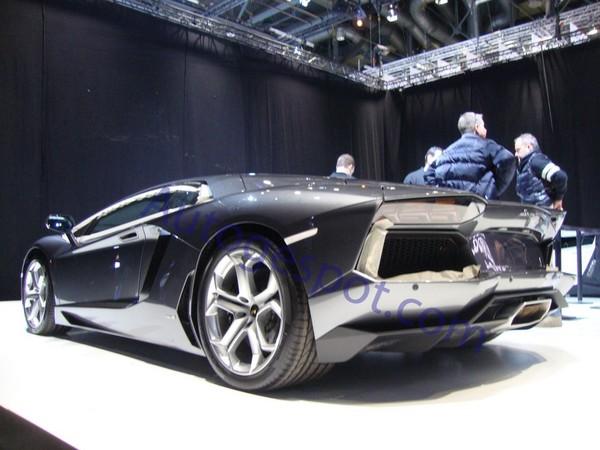 La Lamborghini Aventador sous tous les angles
