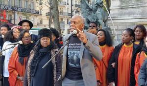 Danny Glover, l'acteur de L'arme fatale, à Paris pour défendre les ouvriers Nissan face à Carlos Ghosn