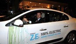 Le ministre de l'Environnement autrichien a essayé la Renault Fluence Z.E. électrique