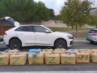 """Perthus : le GIGN arrête un """"Go fast"""" avec plus de 800 kg de drogue à bord"""