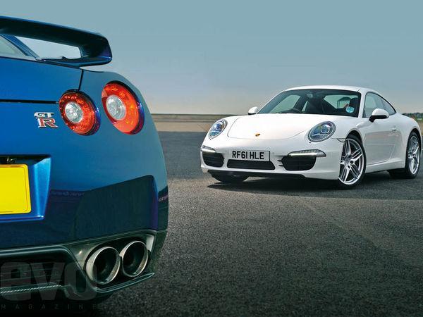 [vidéo] Porsche 911 Carrera S vs Nissan GT-R 2012, première Evo Track Battle par Tiff Needell