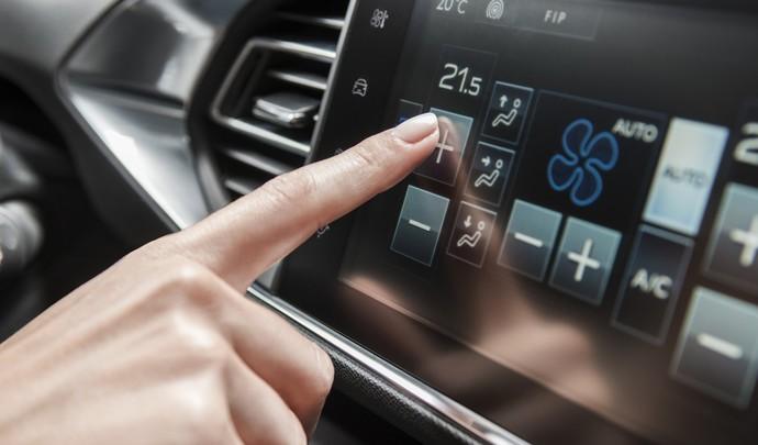 Automobile : préférez-vous le tactile, ou les commandes physiques ?
