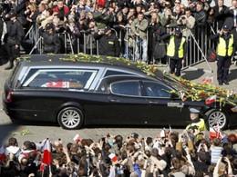 Maserati Quattroporte corbillard : Le président polonais repose en paix et avec style