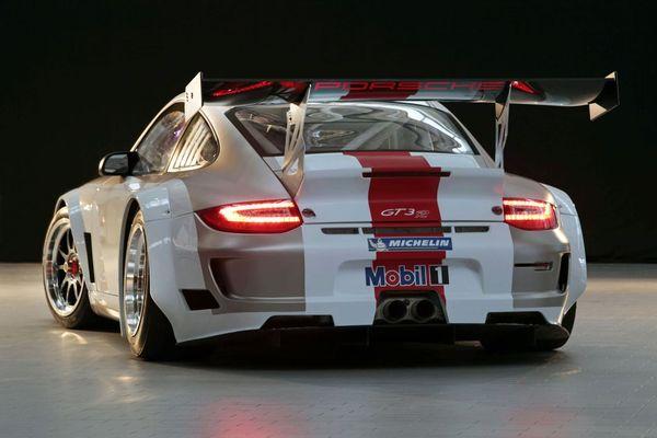 La Porsche 911 GT3 R fait ses débuts à l'Autosport International Show