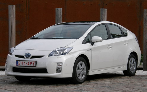 l 39 auto la plus vendue au japon en 2009 la toyota prius hybride. Black Bedroom Furniture Sets. Home Design Ideas