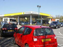 Les Anglais font leur réserve de carburant par peur d'une grève des chauffeurs poids lourds