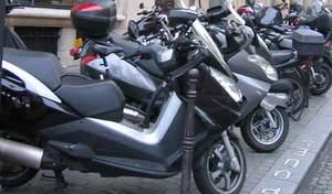 Paris: la traque aux deux roues sur les trottoirs est lancée
