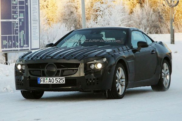 Spyshot : la prochaine Mercedes SL ne craint pas le froid