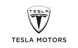 Tout va pour Tesla : des batteries pour Smart et une usine flambante