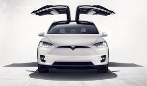 Tesla : sous la pluie, le Model X presque aussi fort qu'une Bugatti Chiron