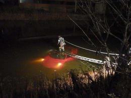 Crash : dans l'étang, une Ferrari