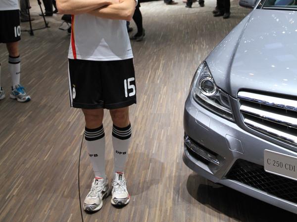 Direct Genève 2011 : Mercedes Classe C Coupé, une voiture de footeux ? ( + video)