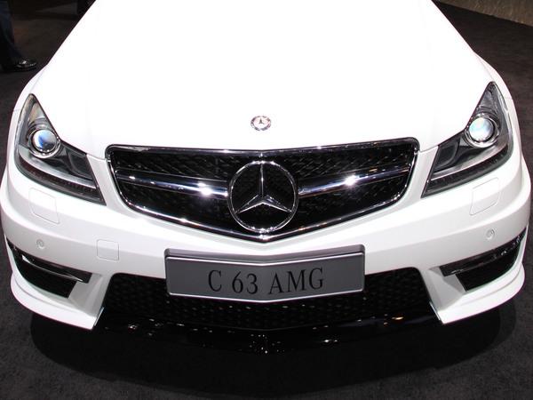 Genève 2011 live : Mercedes C63 AMG restylée, gardienne du temple