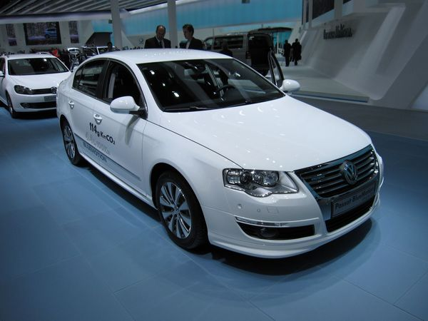 la nouvelle volkswagen passat bluemotion sort en france. Black Bedroom Furniture Sets. Home Design Ideas