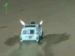 Un Nissan Patrol qui a le feu au...