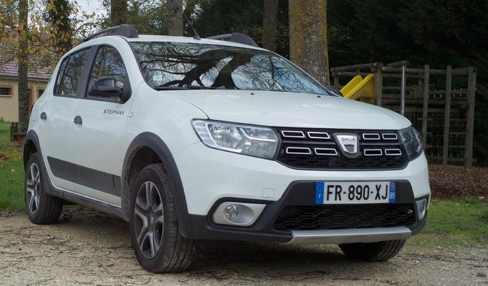 """L'auto des voisins - En Bourgogne, Maryline roule en Dacia Sandero GPL: """"un choix écolo, fiable et pas cher"""""""
