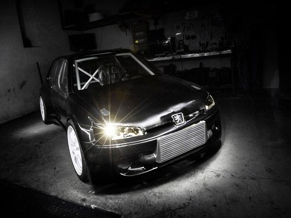 106 Evolution : corps de peugeot, cœur de Mitsubishi