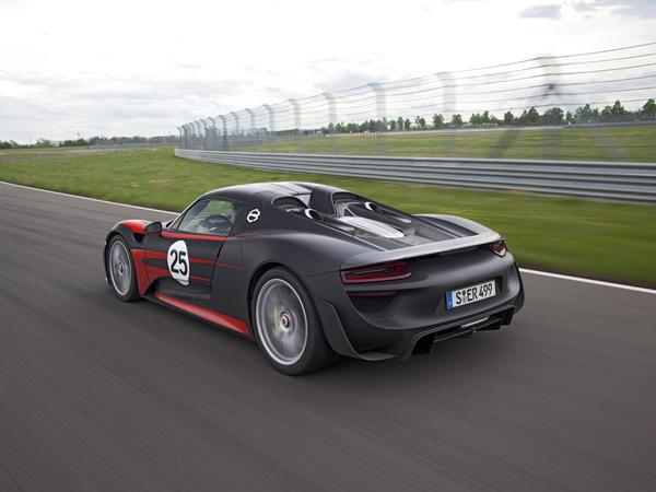 Une Porsche 918 Spyder 2+2 en préparation...